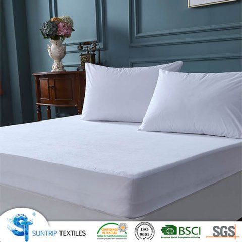 Basic White Knitting Waterproof Mattress Cover